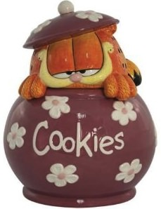 Garfield is hiding in to this ceramic cookiejar